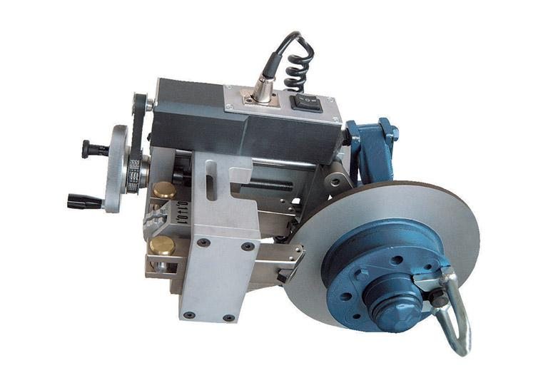 On the hub brake disc lathe